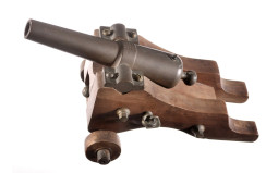 Yank Manufacturing Signal Cannon with Carriage